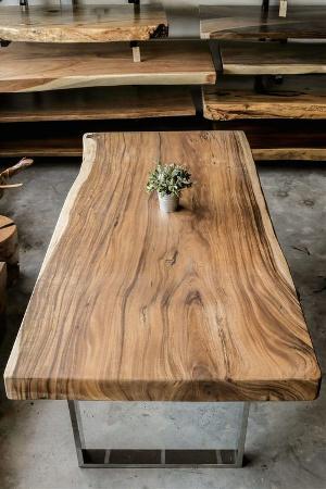 μεταλλικά ξύλινα τραπέζια