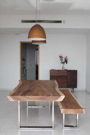 τραπέζια από μέταλλο και ξύλο