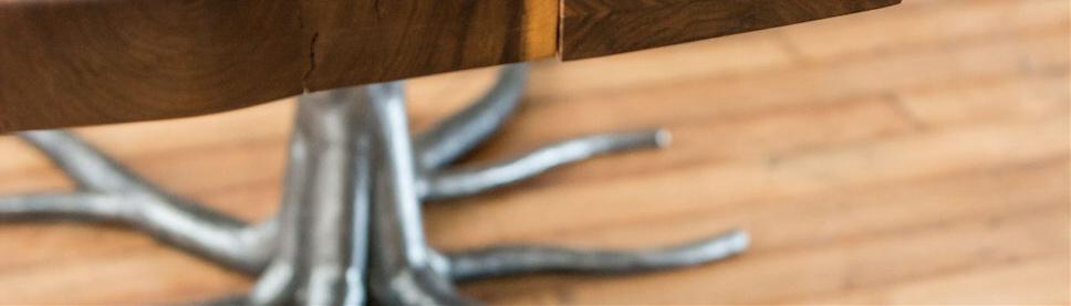 μεταλλικά και ξύλινα τραπέζια